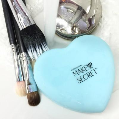 Насадка для мытья кистей MAKE-UP-SECRET Silicone Heart: фото